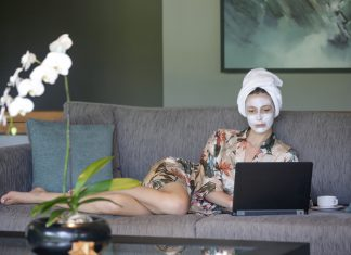 ספא על הספה: איך לשמור על עור מטופח גם בזמן בידוד ביתי? 